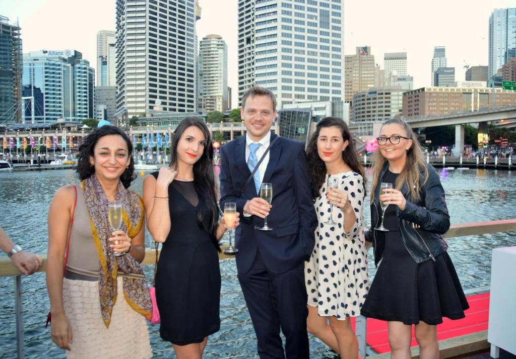 Ich mit vier internationalen Journalistinnen und Reisebloggerinnen, die für eine Woche nach Australien fliegen würden (der sechste im Bunde macht das Foto)
